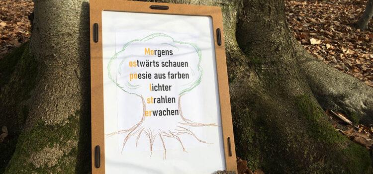 Kreativ-Idee für Große und Kleine: Baum-Bilder mit Wald-Worten malen